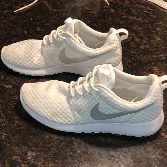 separation shoes 6a747 a9cfb Nike Shoes | Womens Roshe | Poshmark
